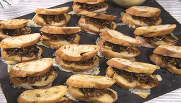 SMOKED CHEDDAR AND CARAMELIZED ONION GRILLED CHEESE CANAPÉS