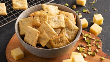 Pistachio Cheddar Crackers